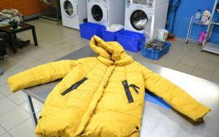 Как постирать пуховик в стиральной машине-автомат без мячиков, если их нет, как правильно подготовить изделие к стирке, как его сушить?