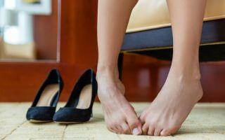 Как убрать запах с обуви из натуральной или искусственной кожи в домашних условиях?